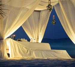 07-tavola-romantica-su-spiaggia