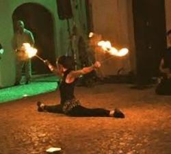 43-spettacolo-fuoco-e-contorsionista