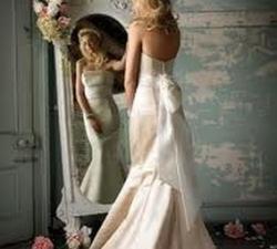 02-donna-allo-specchio